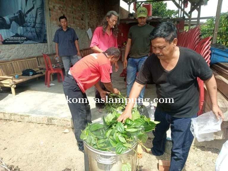 Ketua DPRD Lamteng Memanfaatkan Kekayaan Alam Dengan Membuat Desinfektan Alami