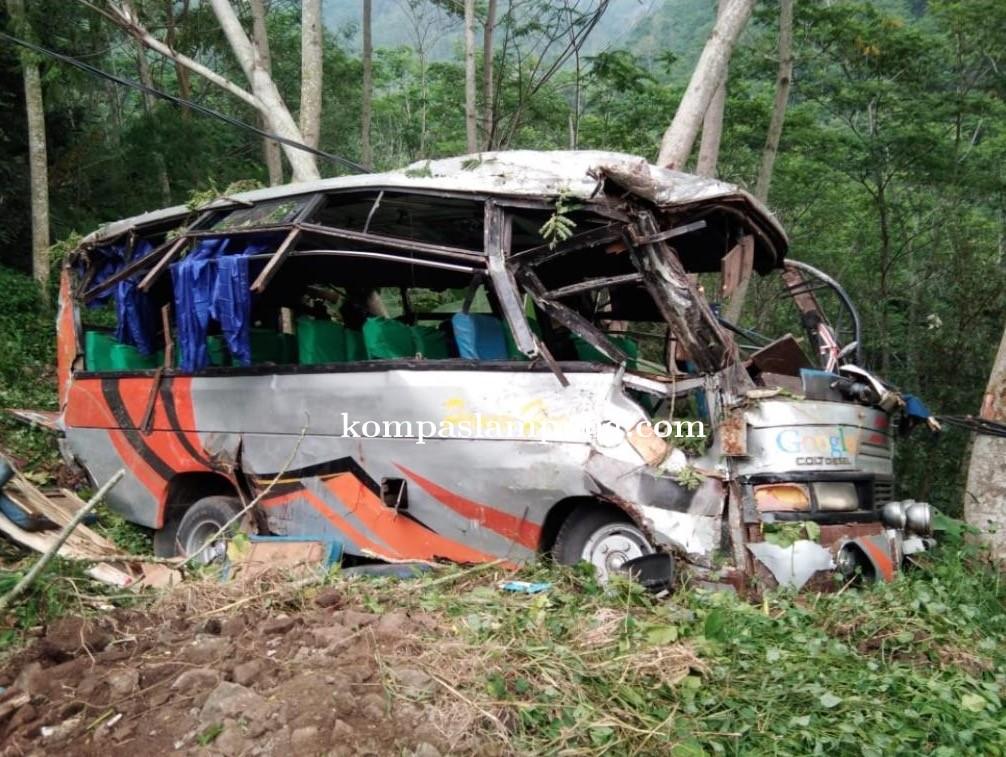 Bus Rombongan Siswa SMA Dari Metro Terperosok Ke Jurang, 3 Orang Meninggal Di Tempat