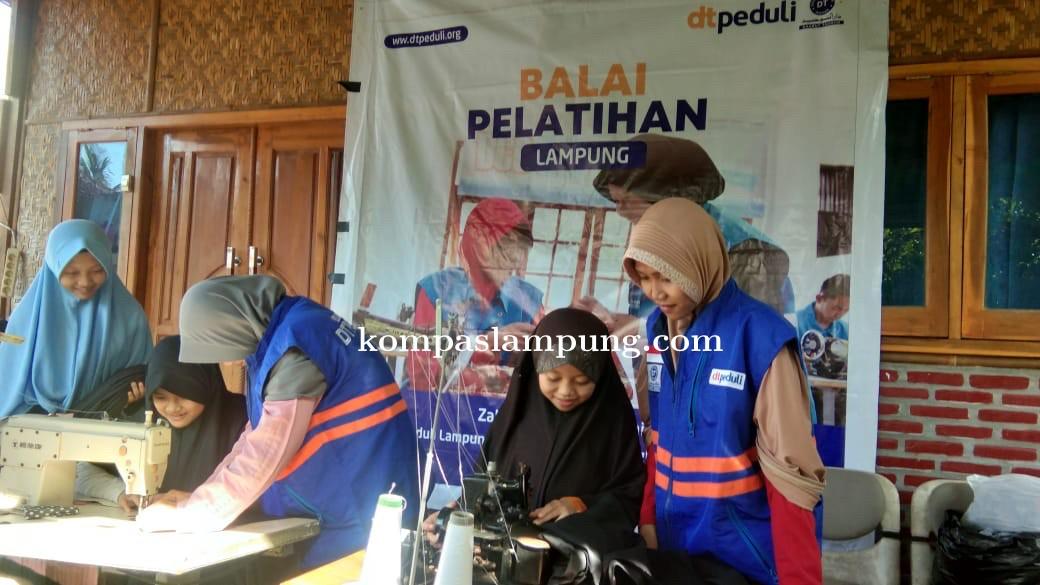 DT Peduli Lampung Membuka Kembali Pelatihan Menjahit Di Kota Metro