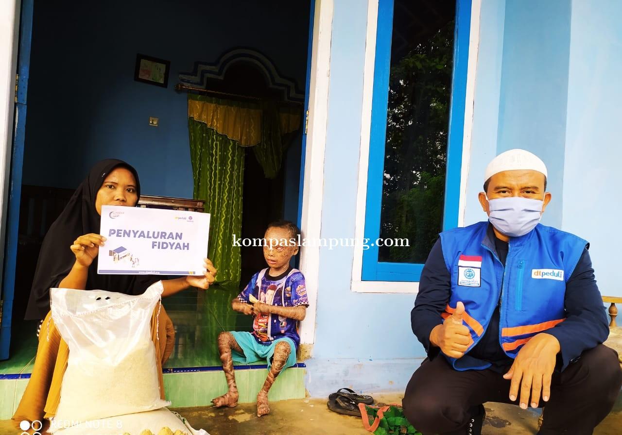 DT Peduli Lampung Salurkan Fidiyah Bantu Keluarga Adik Dika