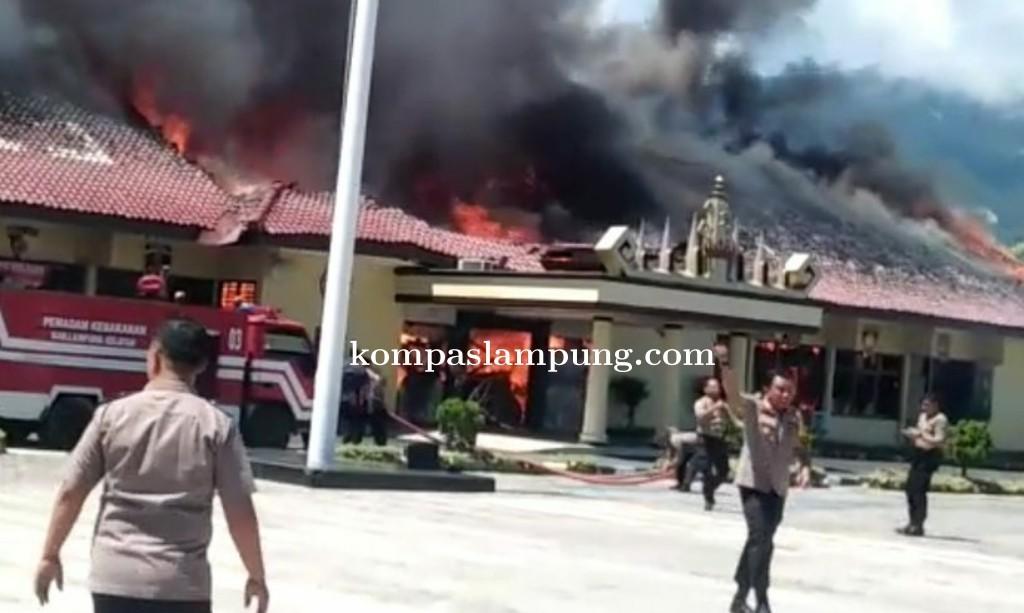 Bum ! Gudang Peluru Meledak, Kebakaran Hebat di Polres Lampung Selatan