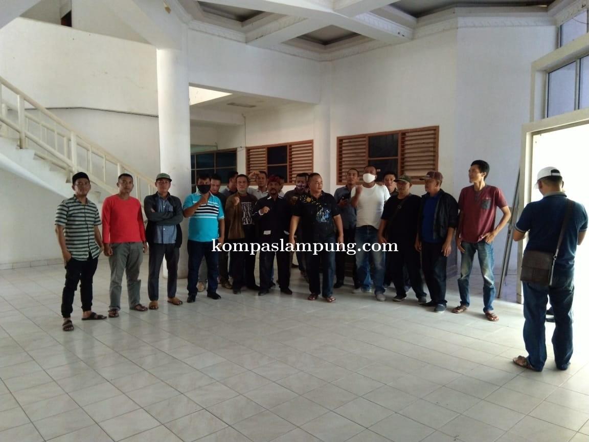 Di Duga Proyek Di Serebot, Puluhan LSM Dan Wartawan Geruduk Kantor ULP