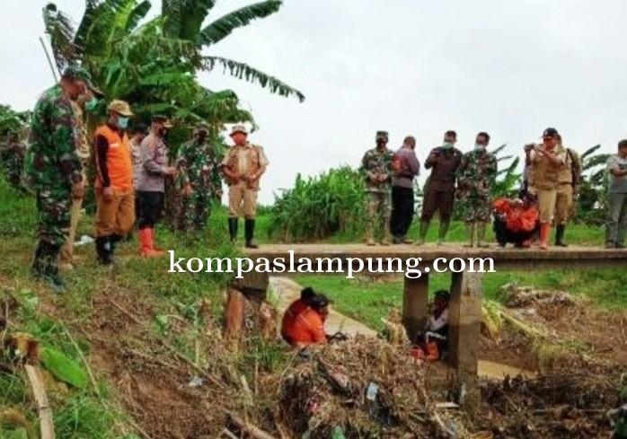 Wabup Demak Tinjau Lokasi Banjir Dan Kerja Bakti Di Tamansari Mranggen
