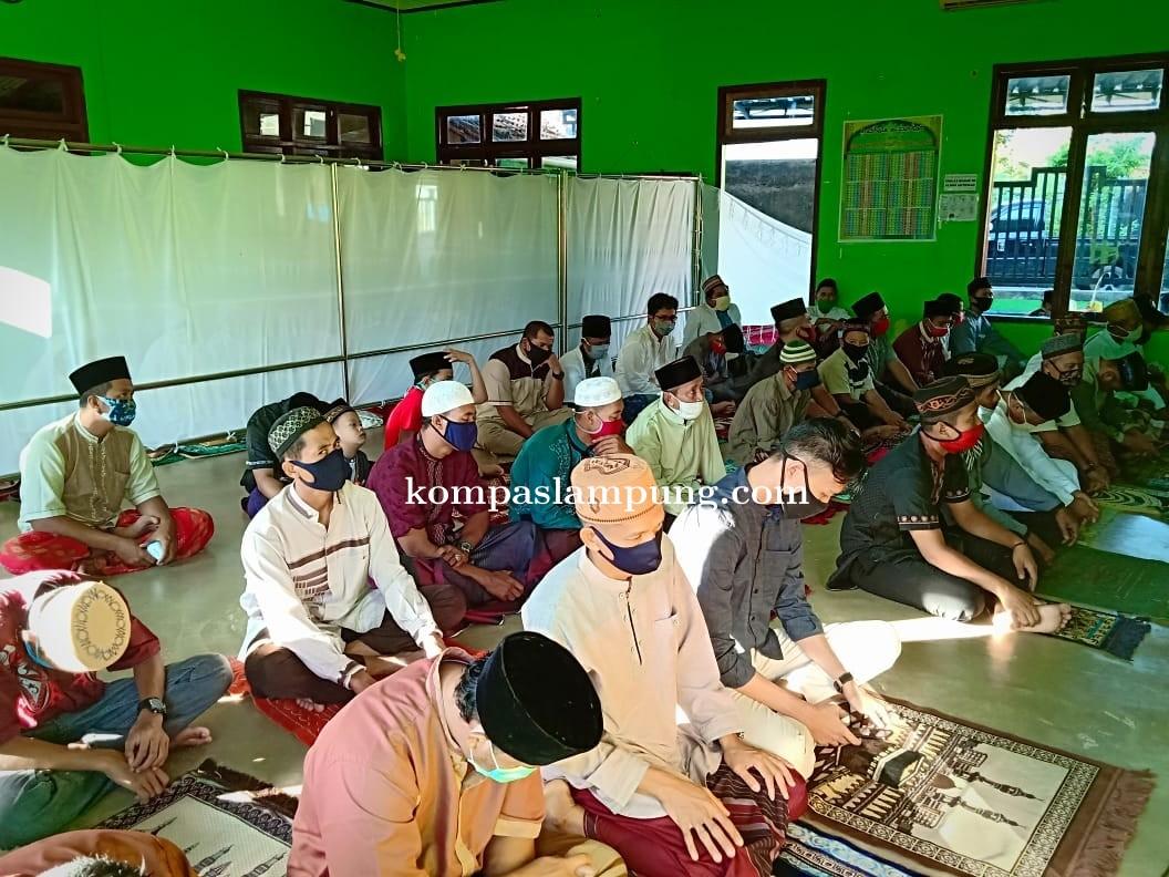 Masyarakat Desa Banjarejo Batanghari Tetap Laksanakan Sholat Idul Fitri Di Musholla