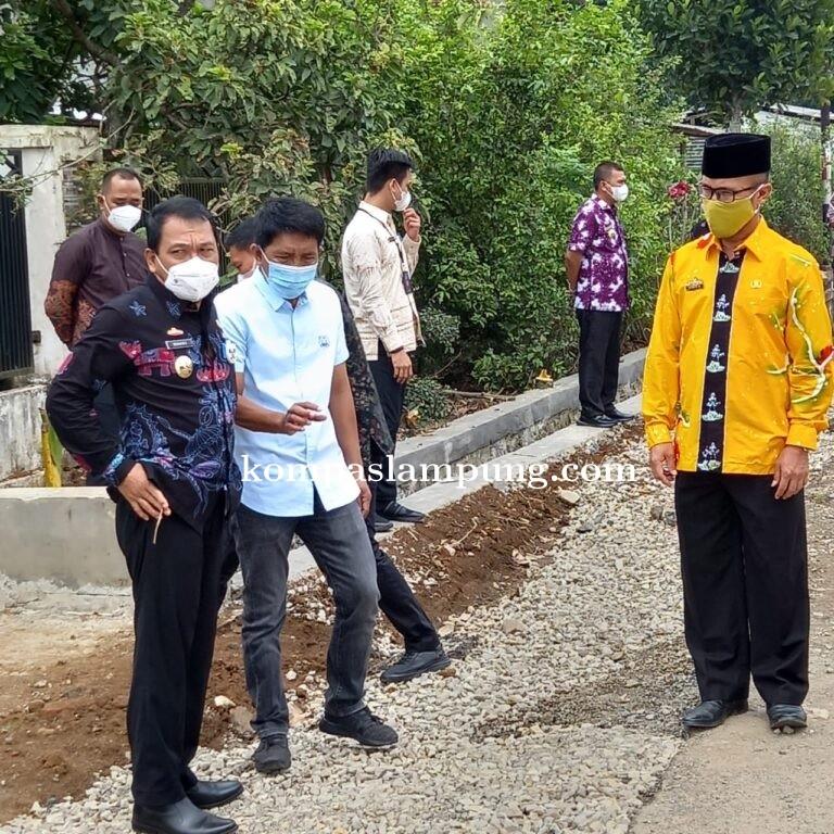 Walikota Metro Meninjau Pembanguna Jalan Dan Irigasi
