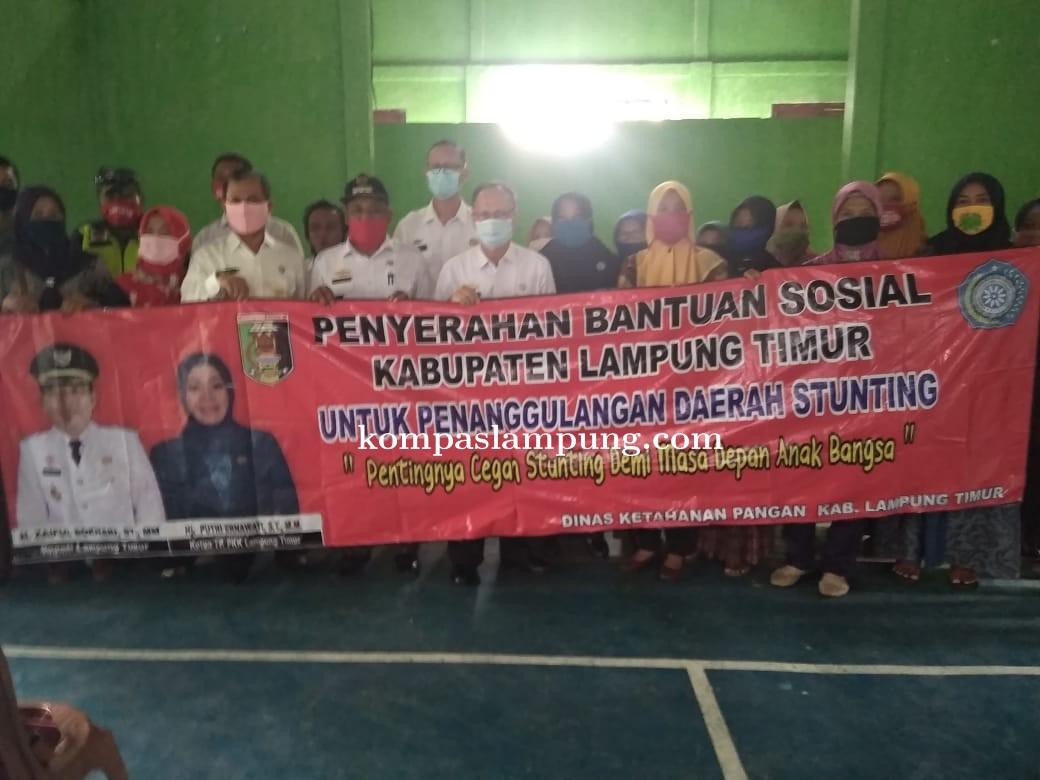 Pemerintah Daerah Lampung Timur Serahkan Bantuan Penanggulangan Daerah Stunting
