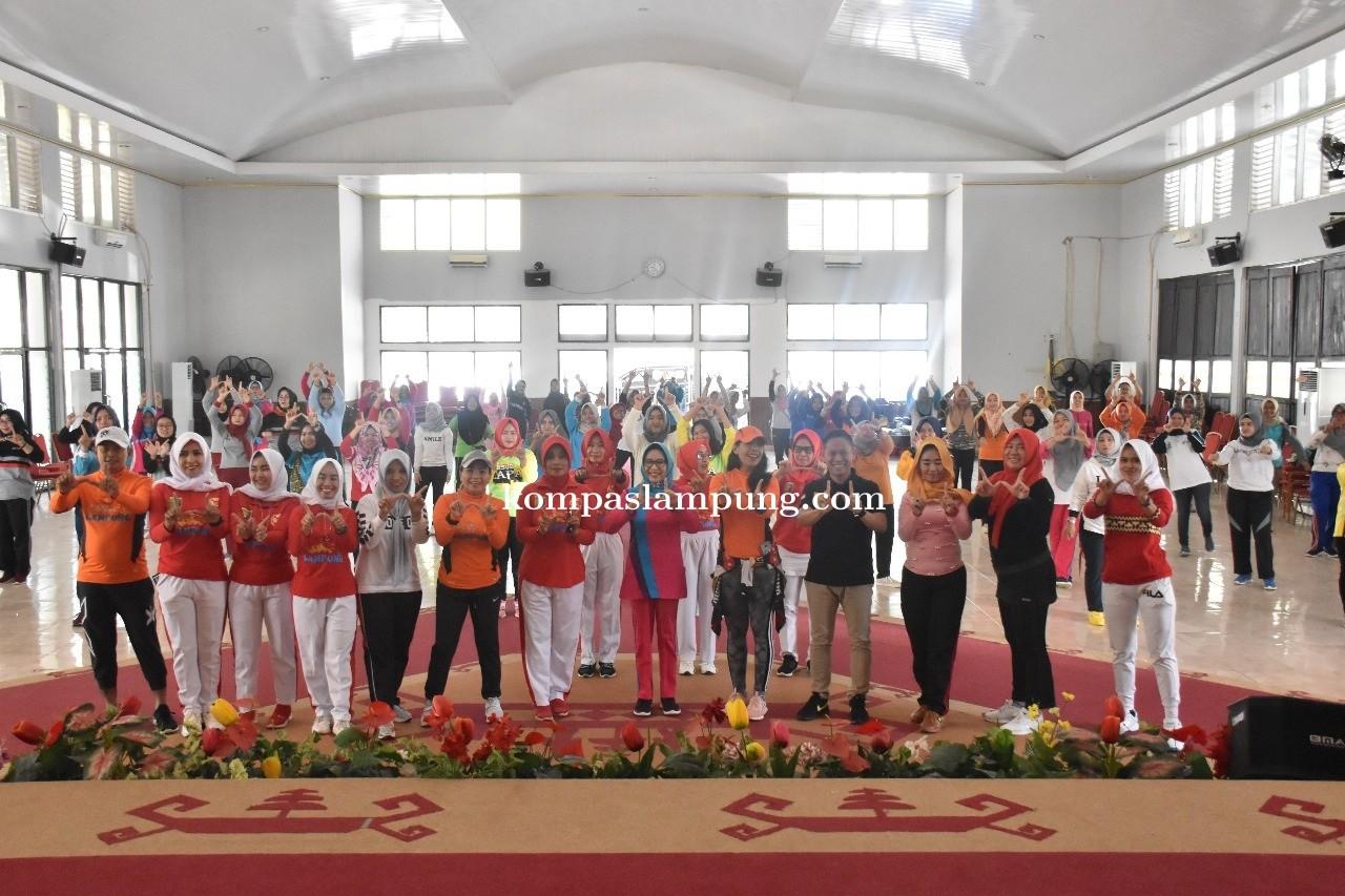 Hj. Thurismawaty Buka Kegiatan Pelatihan Senam Germas Lampung 2019 Kab. Way Kanan