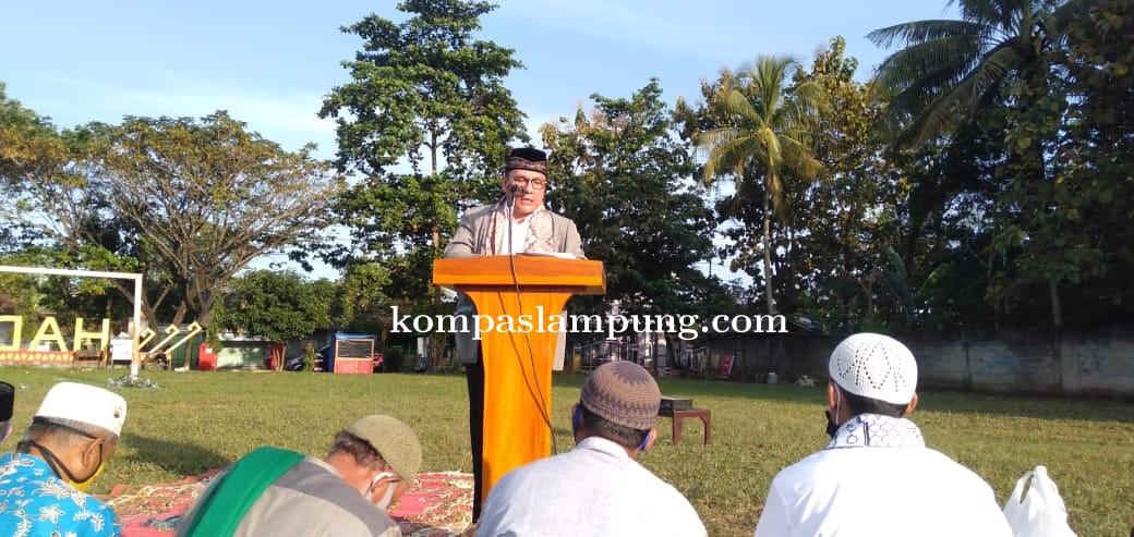 Dr. Wahdi Imami Shalat Idul Adha Di Kelurahan Hadimulyo, Metro Pusat
