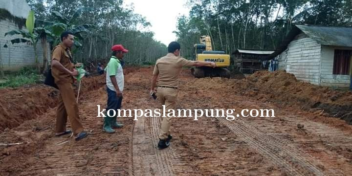 Dinas PUPR Mesuji Terus Lakukan Perbaikan Jalan Baik Itu Jalan Kabupaten Maupun Jalan Desa