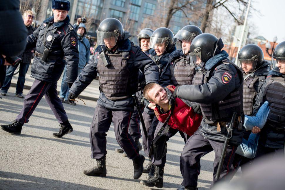 Nyanyikan Anti Putin, Personel Pussy Riot Dibui