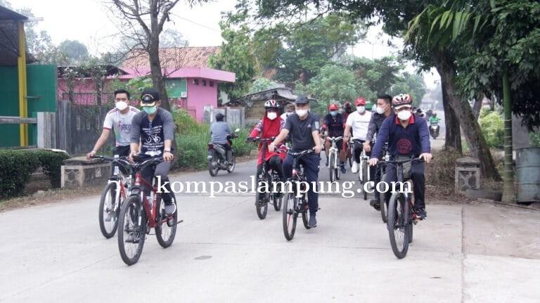 Walikota Dan Wakil Walikota Metro, Meninjau Jalan Rusak Dengan Bersepeda