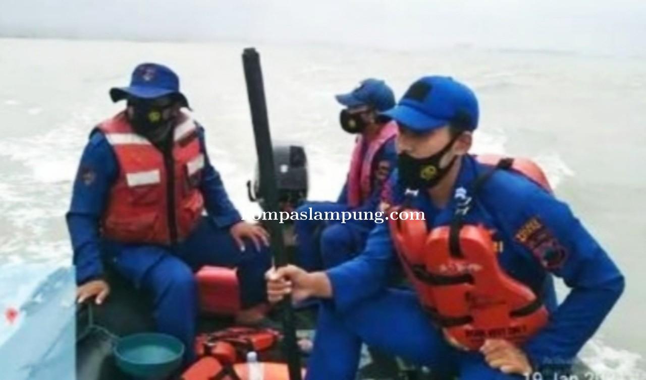 Naas !! Nelayan Hilang di Terjang ombak Saat Menarik Jaring