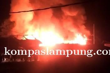 Polsek Rawa Jitu Selatan Identifikasi Dan Olah TKP Peristiwa Kebakaran Pasar