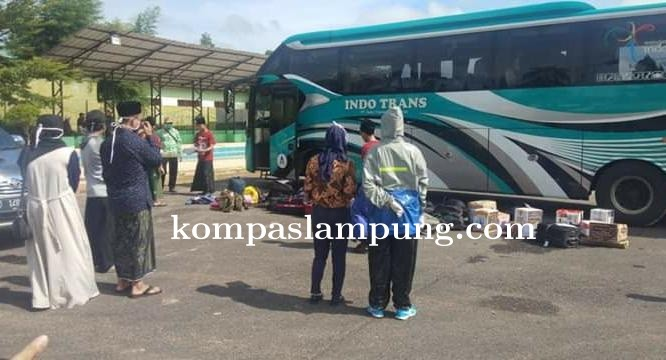 Puluhan Santri Ponpes Lirboyo Kediri Jawa Timur Kembali Ke Lampung 20 Diantarnya Ke Mesuji