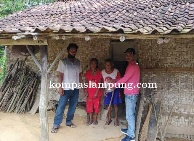 Pemerintah Desa Margo Jaya Mesuji Salurkan BLT Langsung Ke Rumah Warga