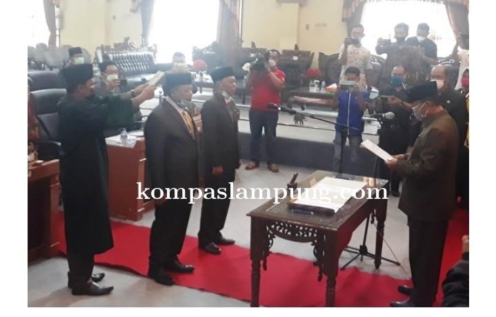 DPRD Lampung Timur Lantik Dua Anggota DPRD Yang Baru