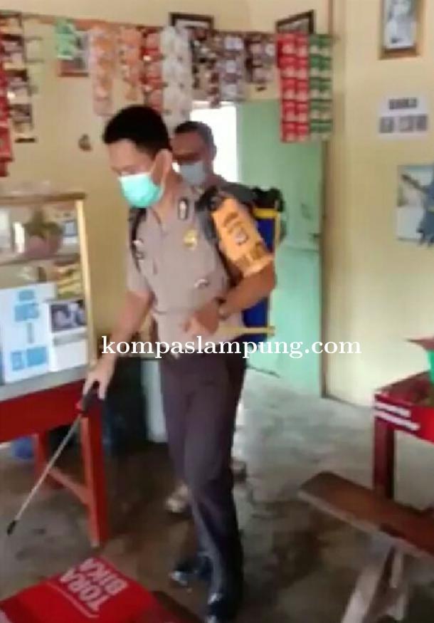 Kades Desa Gedung Mulya Berikan Contoh Untuk Mengantisipasi Penyebaran Virus Covid-19