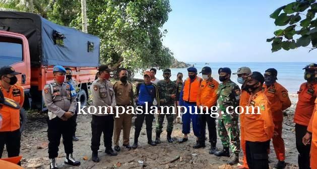 Agung Korban Tenggelam Di Pantai Ketapang Ditemukan Oleh Tim SAR Gabungan