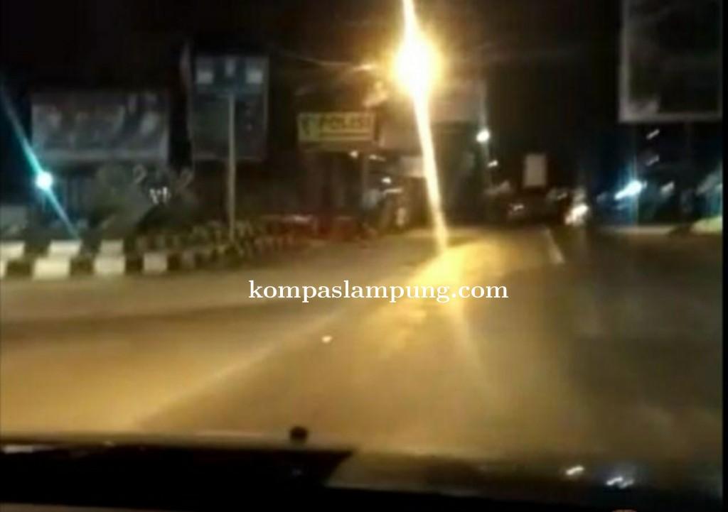 Ramadhan Berkah, Polsek Pagelaran Bangunkan Sahur Pakai Mobil Patroli