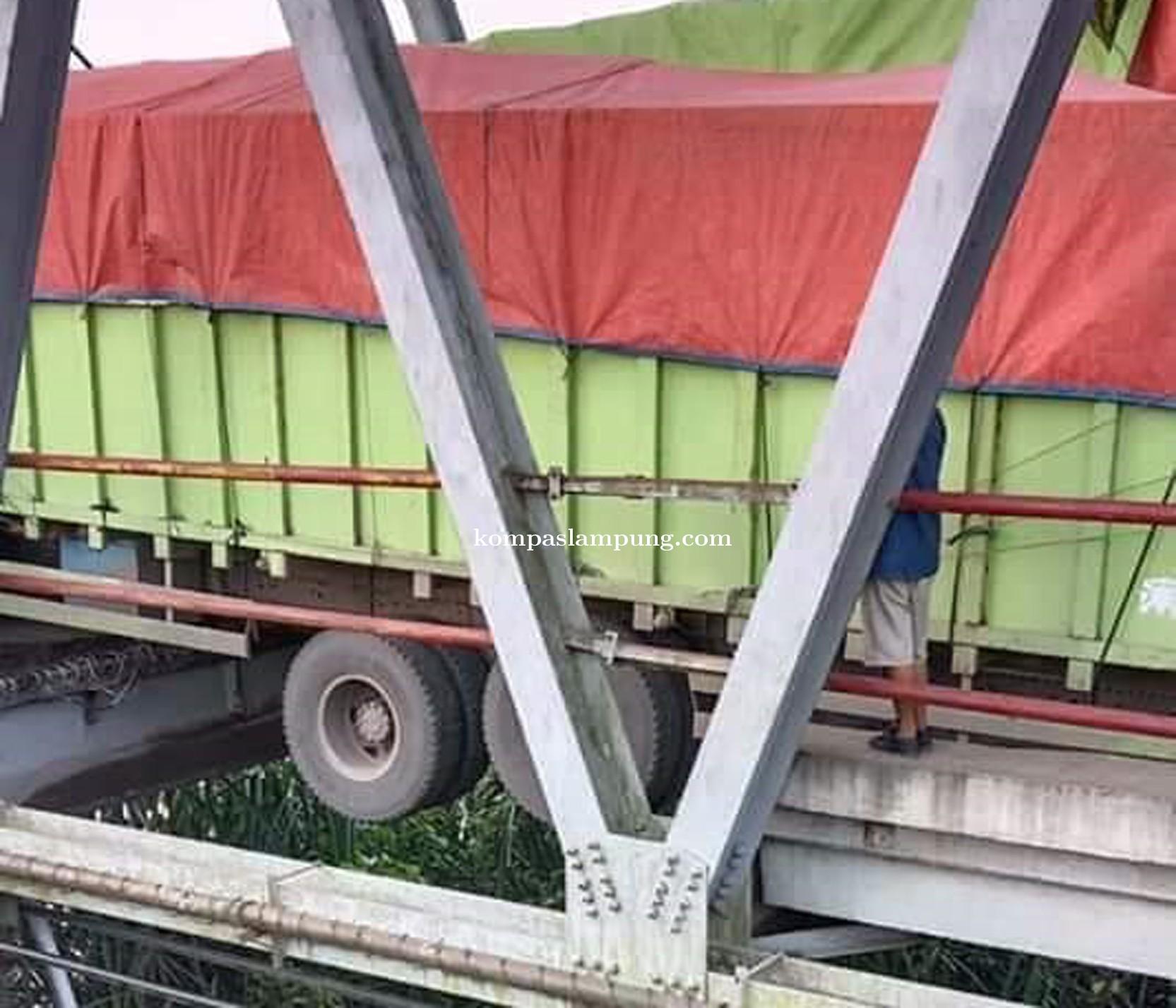 Akses Jalintim Palembang-Lampung Putus, Lalu Lintas Dialihkan ke Tol Kayu Agung