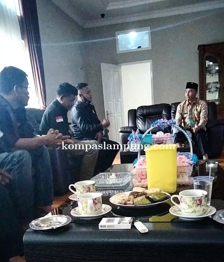 Bupati H.Parosil Mabsus,Spd. Sambut Baik Kedatangan Pengurus FPII Korwil Lampung Barat