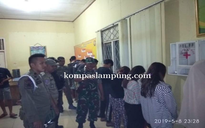 Petugas Gabungan Razia Tempat Kost, Karaoke dan Tempat Kumpul Pemuda di Pringsewu
