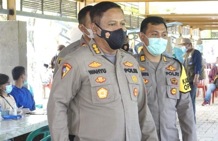 Karo Ops dan Dir Res Narkoba Polda Lampung Tinjau Pelaksanaan Vaksinasi