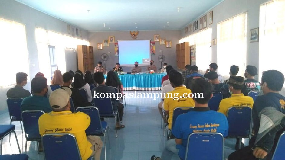 Ops Bina Kusuma Krakatau 2021, Kasat Binmas Polres Lamteng Berikan Penyuluhan di Balai Kampung Gunun