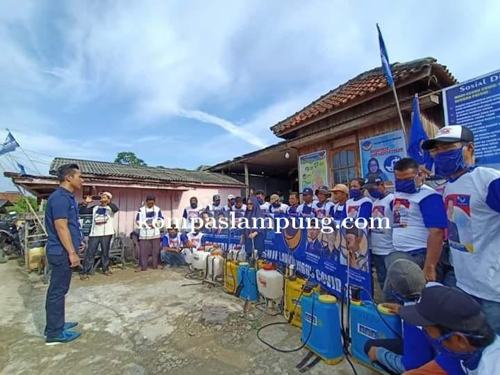 Ketua DPRD Mesuji Serta Anggota Dewan M.Jodi Saputra Lakukan Penyemprotan Pencegahan Covid-19