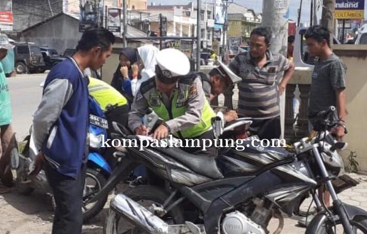 6 Unit Motor Dan Puluhan Pelanggar Ditilang Saat Razia Di Pasar Unit 2