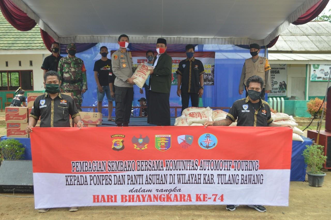 Polres Tuba Bersama Komunitas Automotif Touring Distribusikan Sembako Sambut Hari Bhayangkara Ke-74